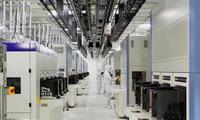 東芝メモリ、四日市工場新棟完成 最先端フラッシュメモリーを生産