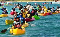 「子の未来懸かっている」強風突き抗議のカヌー、辺野古沖パレード