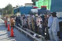 辺野古新基地:工事車両などのべ111台がシュワブ内に 70人が座り込みなどで抗議
