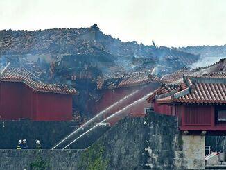 火災で焼けただれた首里城=10月31日午前10時49分、那覇市首里