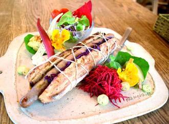 やんばる産の野菜をたっぷり使った「YAKI-Panino」