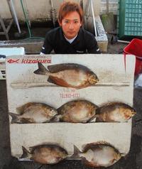 [有釣天]狙い通りのカーエー数釣り 本部海岸で7匹 48センチ超も