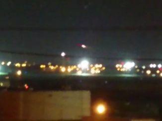サイレンが響く中、戦闘機が離陸する=7日午後、嘉手納町(照屋唯和男町議提供の動画から)