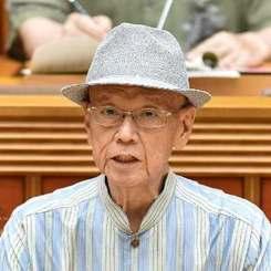 6月19日の沖縄県議会代表質問で答弁する翁長雄志知事