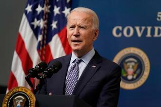 25日、米ワシントンでの行事で発言するバイデン大統領(AP=共同)