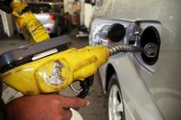 ガソリン150円超、12週連続 家計に影響も