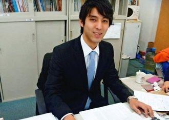 インターンシップ生として活躍している天久晃二郎さん=沖縄県上海事務所