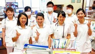 参加した(前列左から)東恩納寧音さん、平田未羽さん、盛長あいりさん=3日、久米島町の公立久米島病院