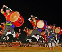 沖縄の夏は終らない!熱い演舞、2万5000人魅了 うるま市エイサーまつり