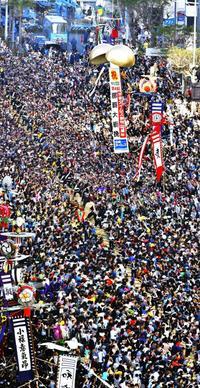「幸せ引き込め」那覇大綱挽に27万人 東が16勝目飾る