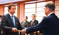 謝花氏、副知事に就任/基地担当 取り組み継続・強化図る