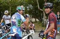 ユニホームの背中に…? 「デレマス」推しキャラ背に、沖縄で自転車100キロ爆走
