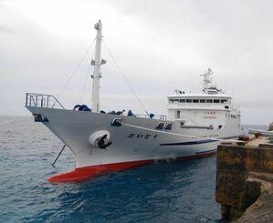 (資料写真)那覇と南・北大東を結ぶ定期船「だいとう」