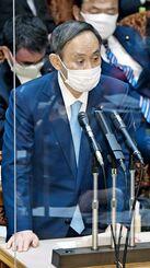 参院予算委で答弁する菅首相=27日午後