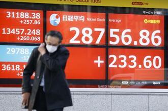 約30年5カ月ぶりの高値を回復した日経平均株価の終値を示す株価ボード=21日午後、東京都中央区