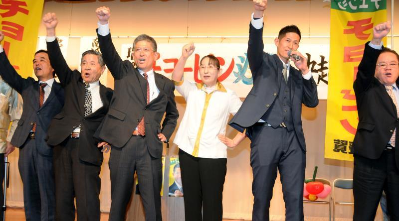 沖縄・南城市長選:市政刷新へ支持訴え 瑞慶覧長敏氏が総決起大会