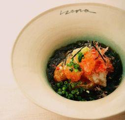 一般部門でグランプリを獲得した照屋正敏さんの料理「冬瓜の揚げ出しアーサの香り」