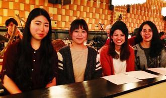 沖縄ナイトに参加した(左から)比嘉亜希乃さん、國吉唯さん、照屋まどかさん、永山久良羅さん=カナダ・トロント