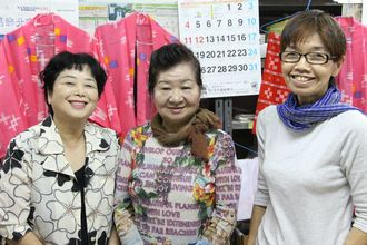 左から、崎濱敬子さん・金城美重子さん・矢野弘子さん