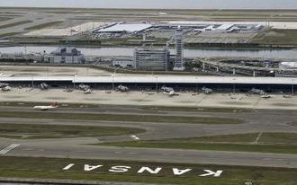 関西空港=3日