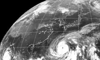 台風19号の気象衛星の画像(9日午前6時30分現在、気象庁ホームページから)