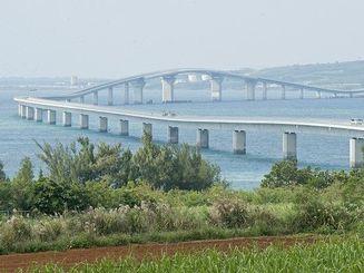 宮古島市の人気観光スポットになっている伊良部大橋
