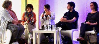 上映後に行われたトークで質問に答える山城知佳子さん(中央)=5日