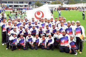 総合開会式で、健闘を誓い合う県選手団=和歌山県の紀三井寺公園(松田興平撮影)