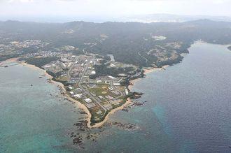 米軍普天間飛行場の移設先として新基地が建設される予定のキャンプ・シュワブ=12日午後、名護市辺野古(本社チャーターヘリから)