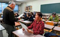 「生徒いる間は支えて」 沖縄の夜間中学、県の補助終了に懸念