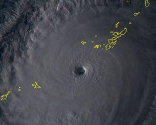 台風18号(3日17時、ひまわり8号リアルタイムwebから)