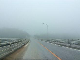 濃い霧が出て見通しが悪くなりました=8日午前8時半ごろ、名護市辺野古