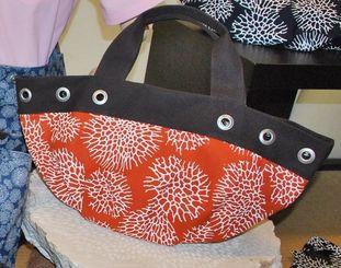 サンゴをモチーフにしたデザインをプリントした新ブランドの「KANA-SANGO」の商品