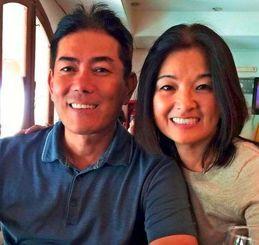 飼育者の知花勇さんと妻の友子さん=サンタクルス市