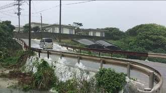 50年に一度の記録的な大雨が降った与那国島で、道路などが冠水した=2019年5月13日午前