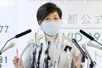 休業要請する業種や施設について記者会見する東京都の小池百合子知事=10日午後、東京都庁