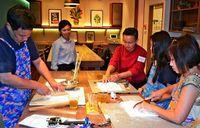 「見る・買う」から「体験型観光」へ 変化逃さず利用者倍増! 沖縄料理体験に欧米人ワクワク