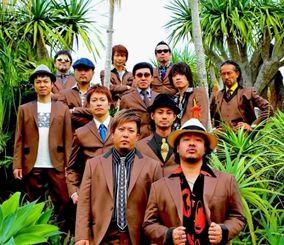 「流れゆく世界の中で feat.MONGOL800」のジャケット写真
