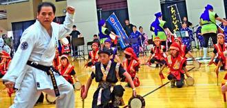 沖縄の文化を一つの演目に構成した企画が観客を魅了した=米シカゴ市内