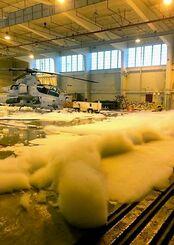 2019年12月に普天間飛行場の格納庫内で起きた泡消火剤の漏出事故の様子(米海兵隊から情報開示請求で入手)