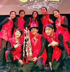 中学生の部準優勝の8UPのメンバー