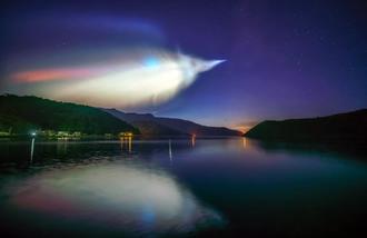 イプシロンロケット発射に伴い光る雲=18日午前、本島北部(撮影・提供=KAGAYAさん)