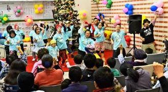 ヒップホップダンスで集まった患者を盛り上げたラブジャンクスのメンバー=うるま市・県立中部病院