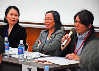性教育や平和、人権教育のさまざまな課題を説明する(右から)笹良秀美さん、長堂登志子さん、艮香織さん=5日、西原町・琉球大学