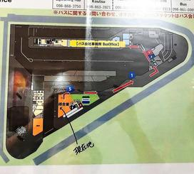 手書きで「現在地」が書き込まれた地図=那覇市の新那覇バスターミナル