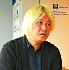 「棄損された表現の自由をリカバリーしたい」と語る津田大介氏=26日午後、東京都港区