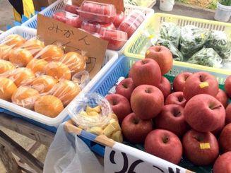 りんごやみかん、トマトもあります。