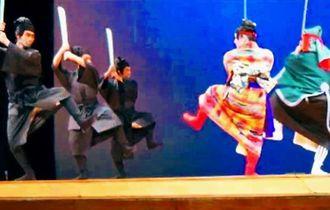 真境名由康作の組踊「金武寺の虎千代」を上演する「真境名本流」のメンバー=ロサンゼルス市内