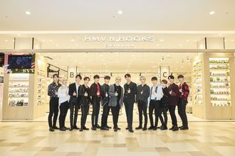 韓国発の男性13人グループ「SEVENTEEN」のメンバー=16日、パルコシティ