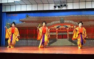 多くのボリビアの人たちを感激させた琉球芸能南米巡回公演=オキナワ日本ボリビア協会文化会館ホール
